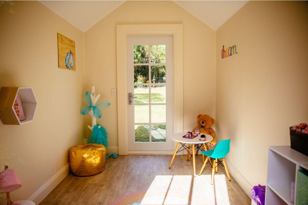 3600_0001_DEH 9 - Kids Internal at Door