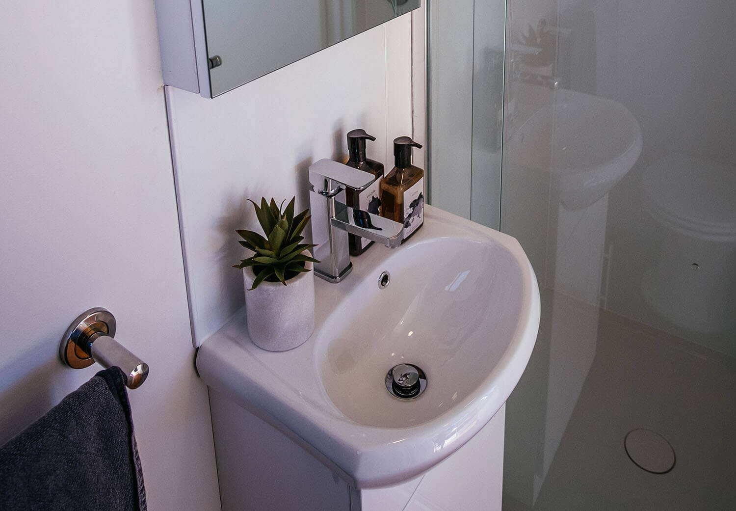 4800sl_0011_Tiny Home - Independent Series 4800 Shower