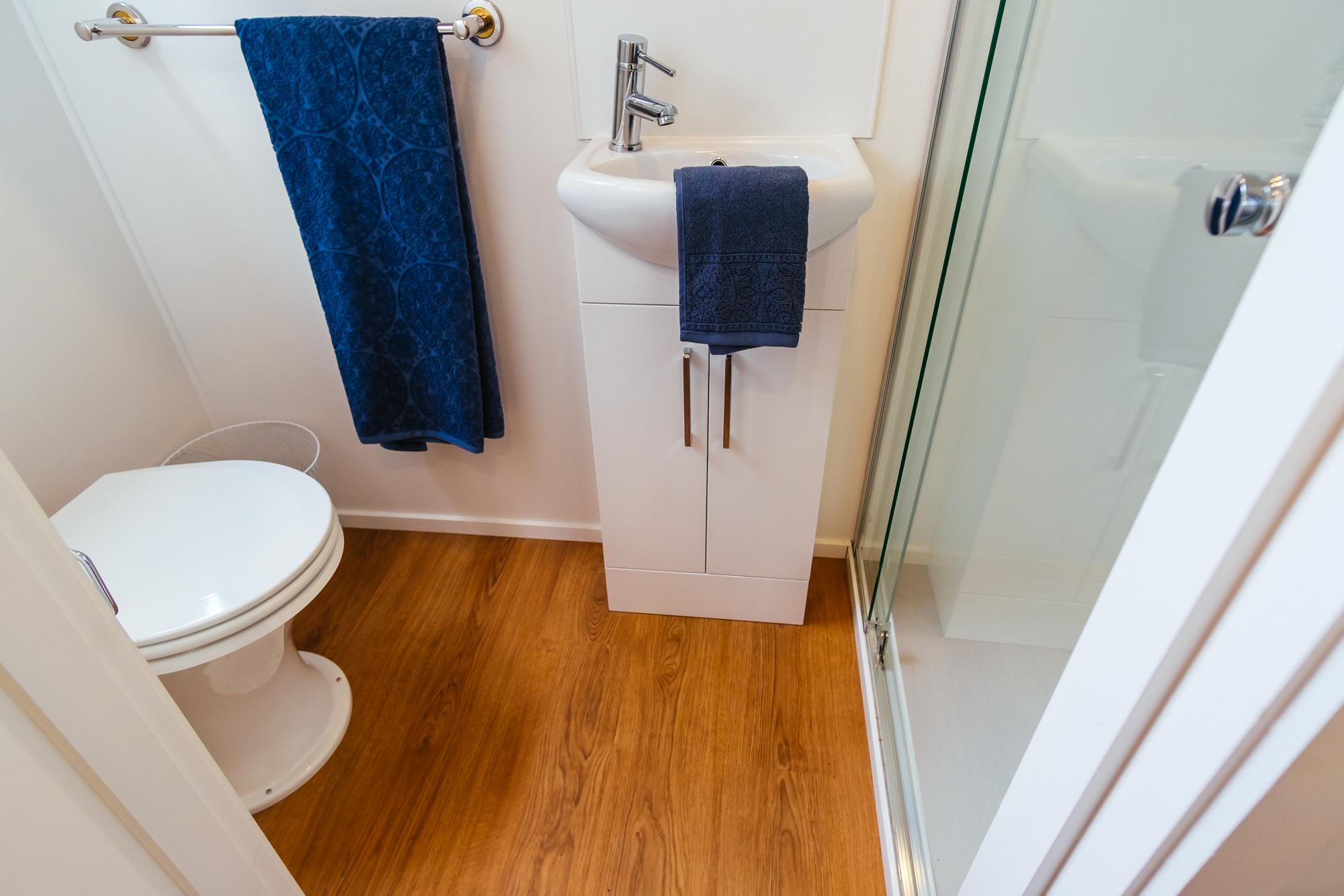 GS6000DLS Bathroom