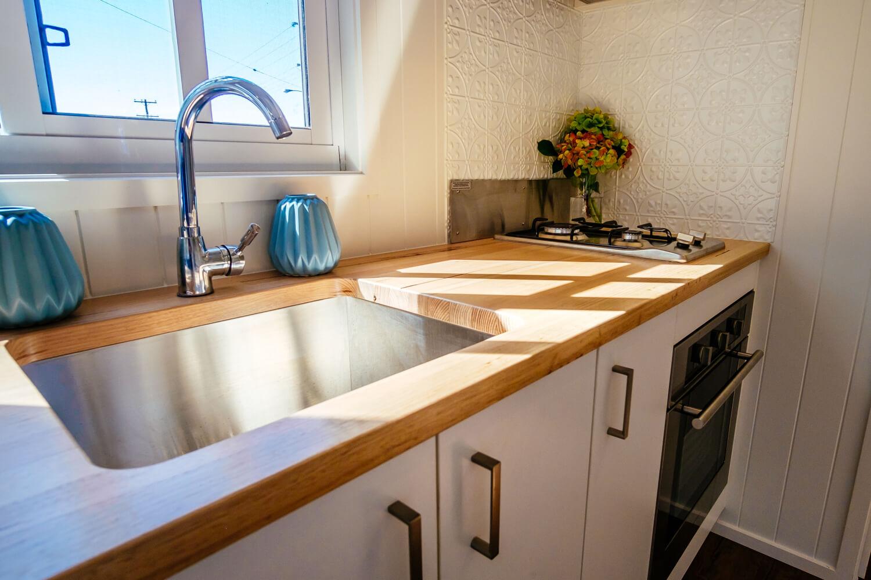 LS7200SLC (White) Kitchen